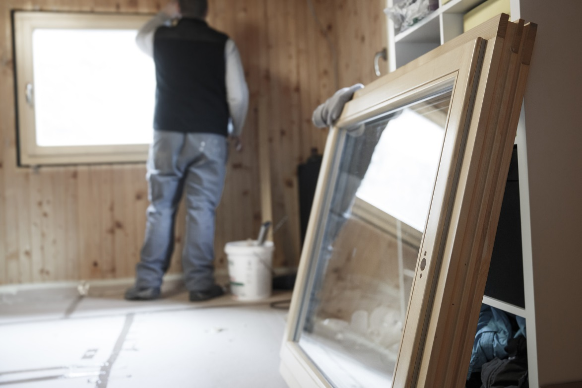 Window installation tips a case for both vinyl and wood for Installing vinyl replacement windows