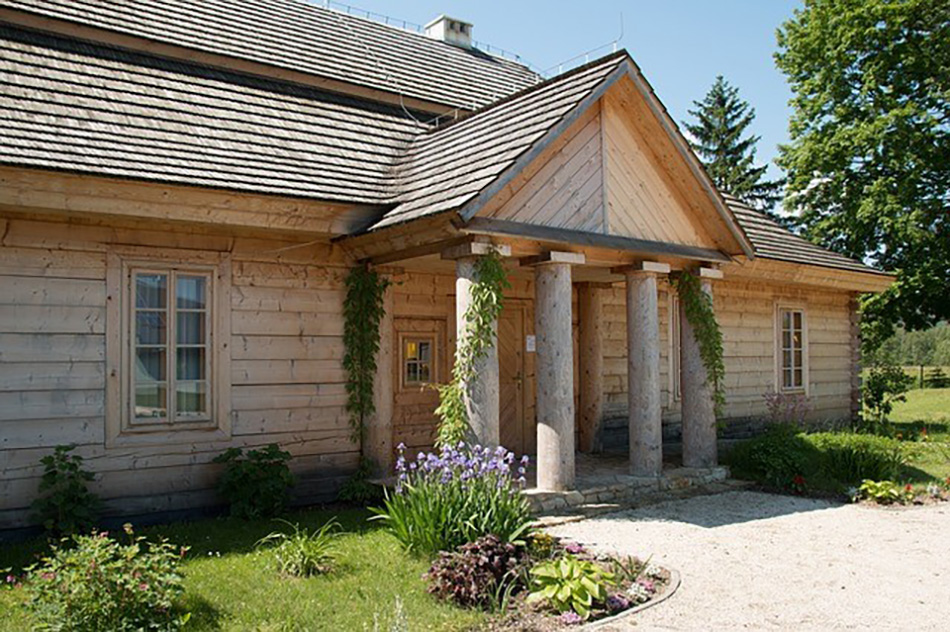 What You Should Know When Evaluating Siding Options For Older Homes